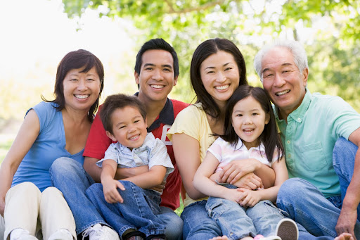 AsianFamily_iStock_000006801430Medium